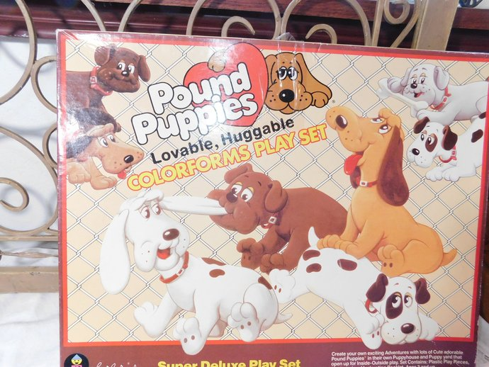 Pound Puppies Colorform Super Deluxe  Play Set, Set 1, Hard Set to Find,  Pound