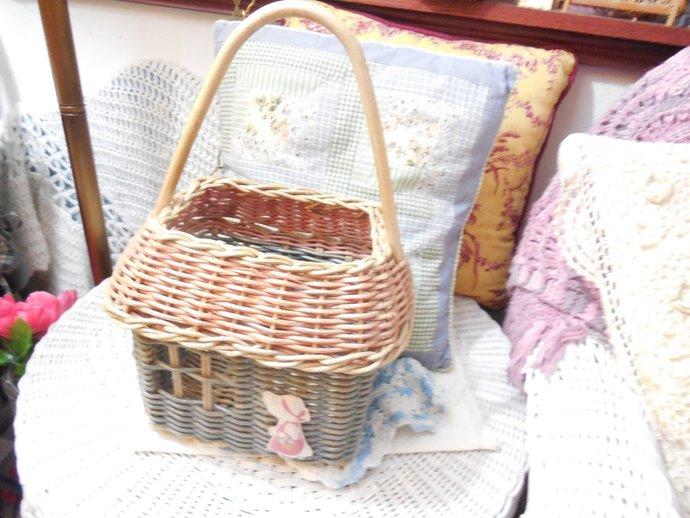 Vintage Basket, house Basket with Girl on it, Basket, Vintage Basket, Country