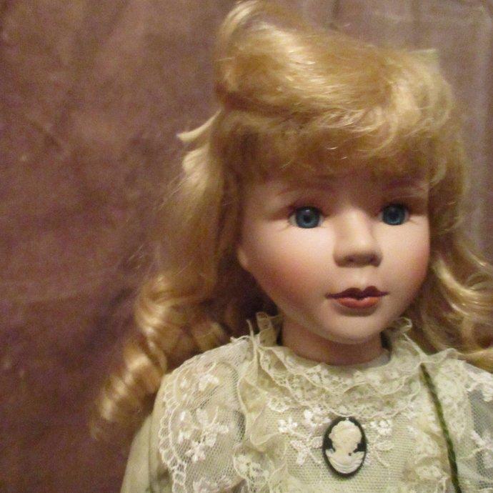 Behind Blue Eyes [Intense blue eyes] vintage spirit doll Iva