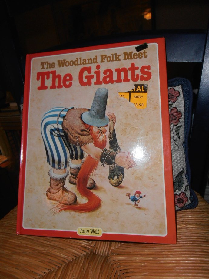 printed in Italy Woodland Folk Meet the Giants by Tony Wolf  beautifully