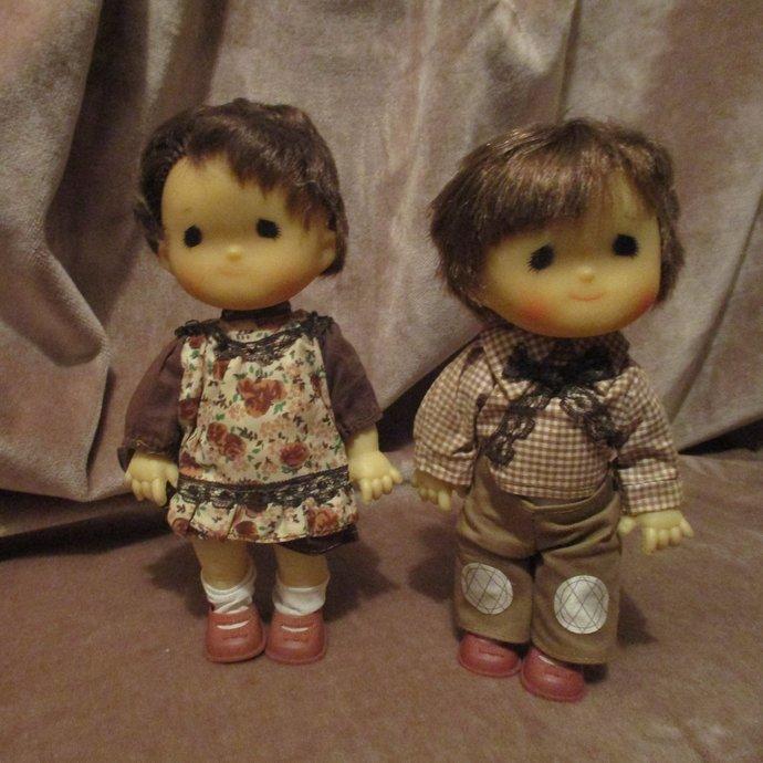 Kooky retro twin boy and girl