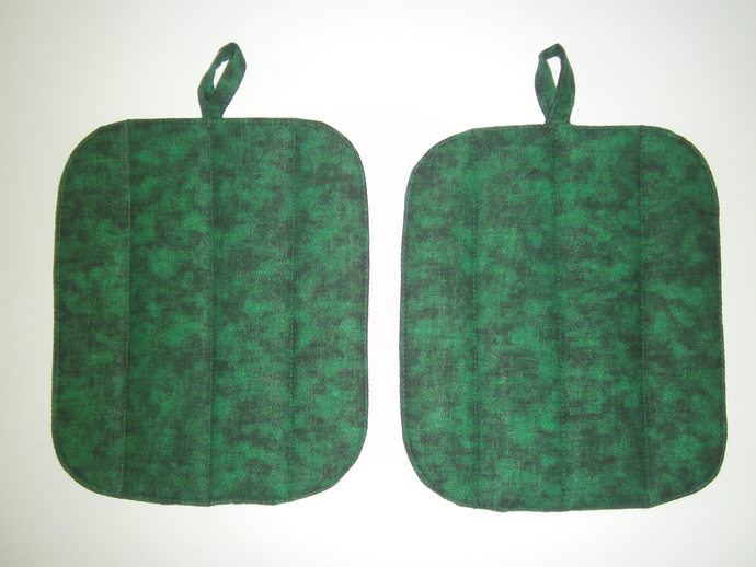 Brighten your home with Holiday spirit with our 2-Piece green marble POTHOLDER