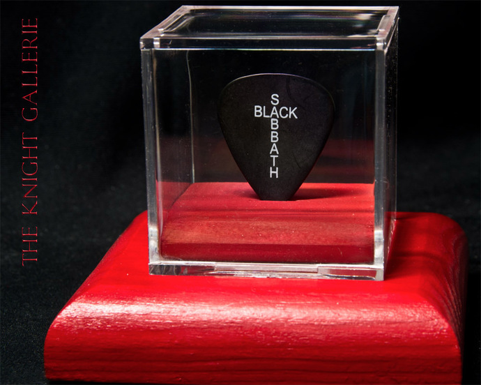 Authentic guitar pick and display case: Tony Iommi