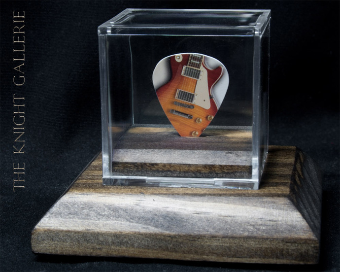 Commemorative LES PAUL Guitar Pick in display case