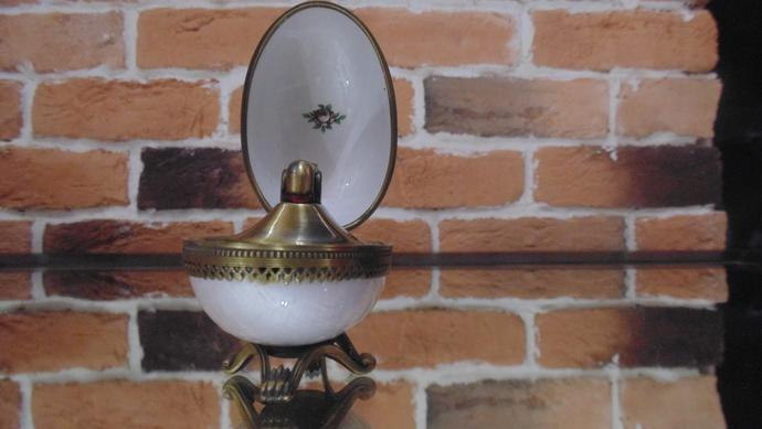 vintage lighter Evans egg enamel