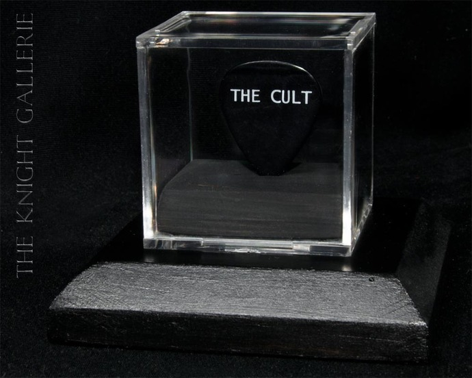 Authentic guitar pick and display case: Billy Duffy / The Cult