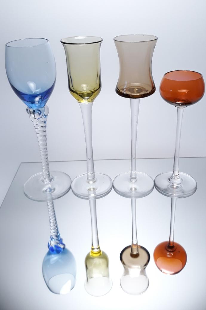A murder of liquorglasses... Four stemware glasses.