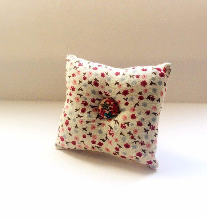 Handmade Small Flower Design Square Wrist Pin Cushion