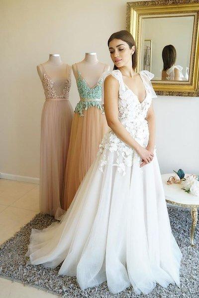 55ed369028 White V neck Tulle Lace Long Prom Dress