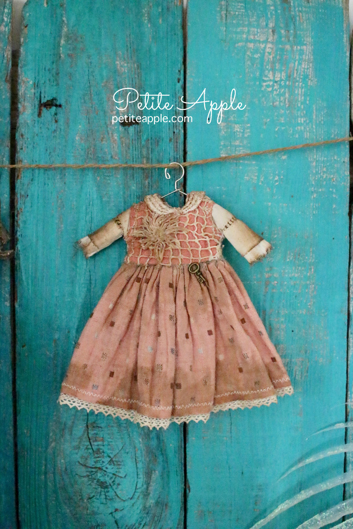 Blythe/Pullip doll OOAK dress- *Key keeper*  antique