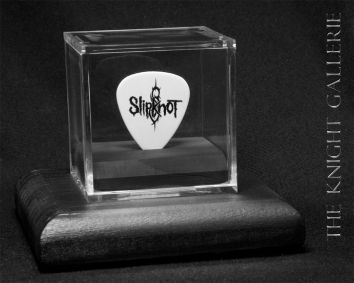 Commemorative guitar pick and display case: Slipknot