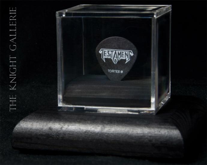 AUTHENTIC guitar pick and display case: Testament / Alex Skolnick