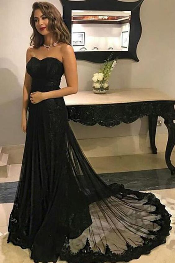 Chic Black Lace Sweetheart Strapless Sweep Train Long Prom Dress
