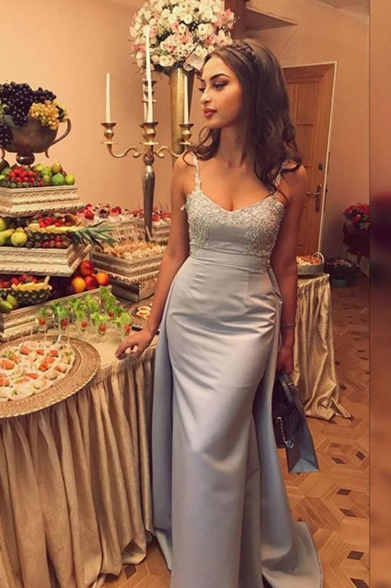 Chic Spaghetti Straps Sweetheart Backless Satin Prom Dress with Appliques
