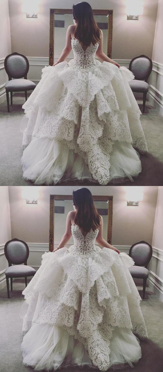 Elegant V neckline Tiered Ivory Wedding Dress with Lace Vestido de novia