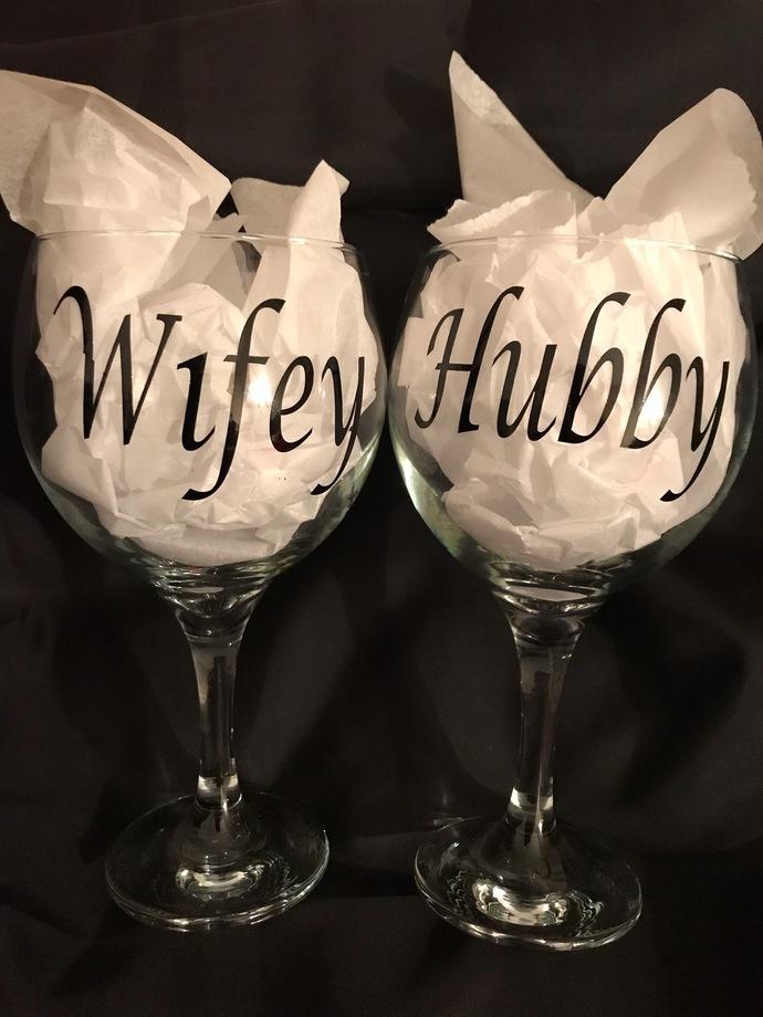 Hubby and Wifey Personalized Wine Glasses 20 fl.oz.