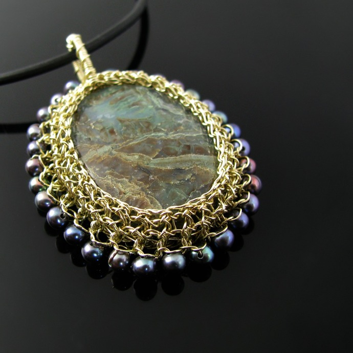 Light golden wire crochet pendant with snakeskin jasper