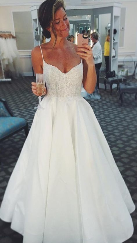 Charming Appliques White Wedding Dress with Spaghetti Straps Bridal Gown