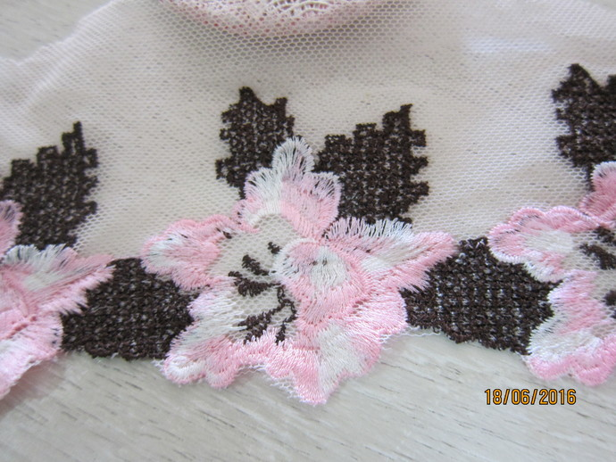 1 Yard- Embroidered Flowering Venice Lace/NBDL41-Delicate Floral Lace/Lace Trim