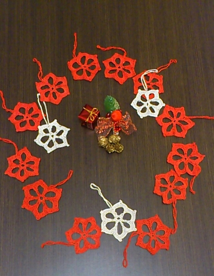 Xmas tree set of 15 mini crochet snowflakes, Christmas ornaments, Red and beige