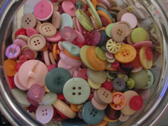 Bag of 20 Randomly picked mixed Buttons