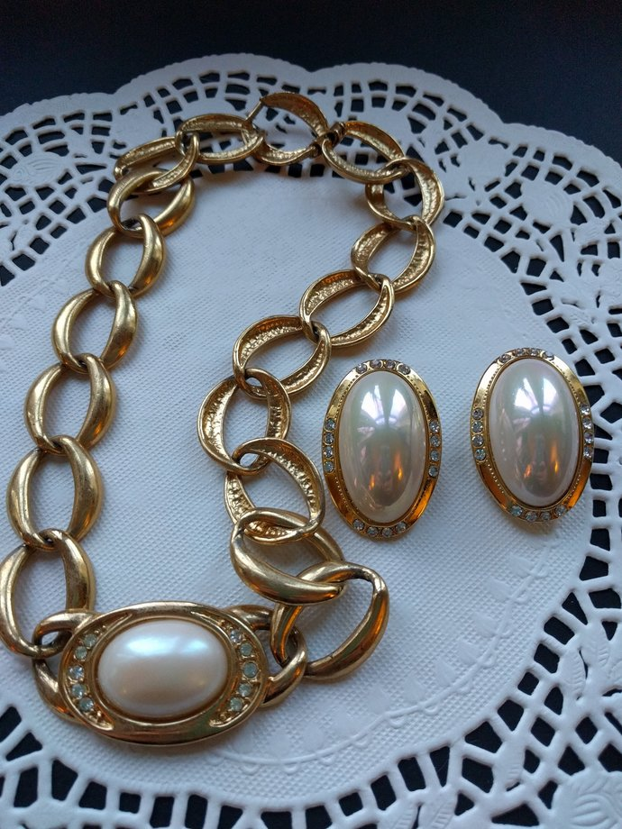 Chain Choker and Matching Faux Pearl Earrings