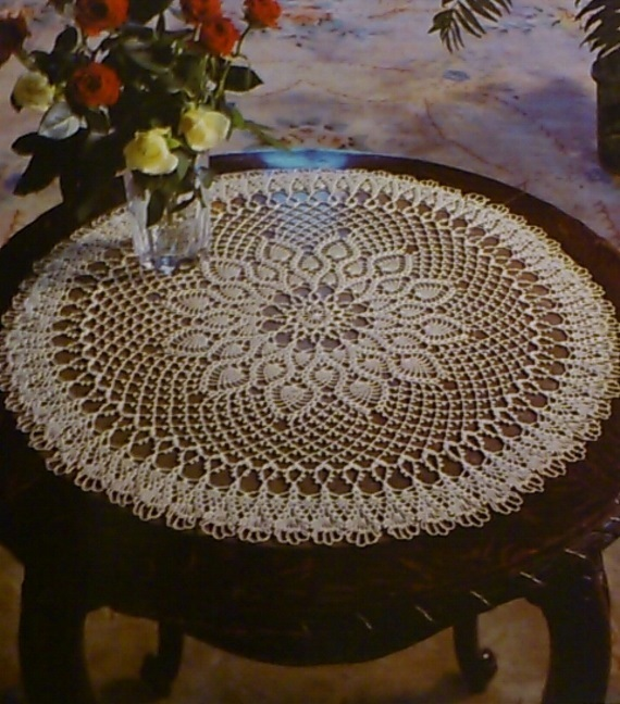 Valentin's day tablecloth is round, crocheted tablecloth, color beige, Diameter: