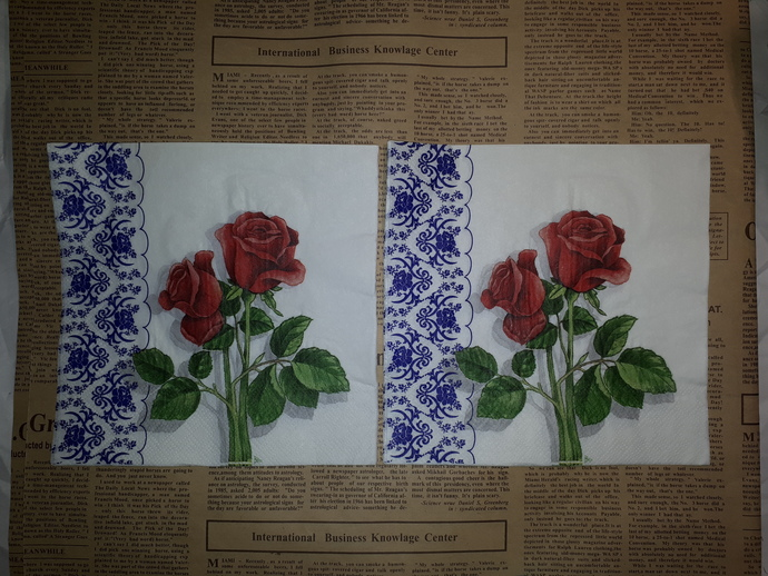 N128 Paper Napkins (Pack of 2) Red and Green Rose and Blue China Pattern
