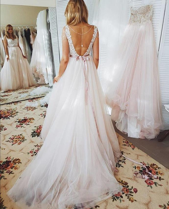 Beach Wedding Dresses A Line Open Back Lace Appliques Bohemian Wedding Dress Sweep Train Bridal Gowns Robe De Mariee