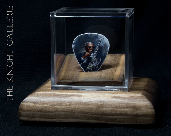 BB King: commemorative  guitar pick and display case