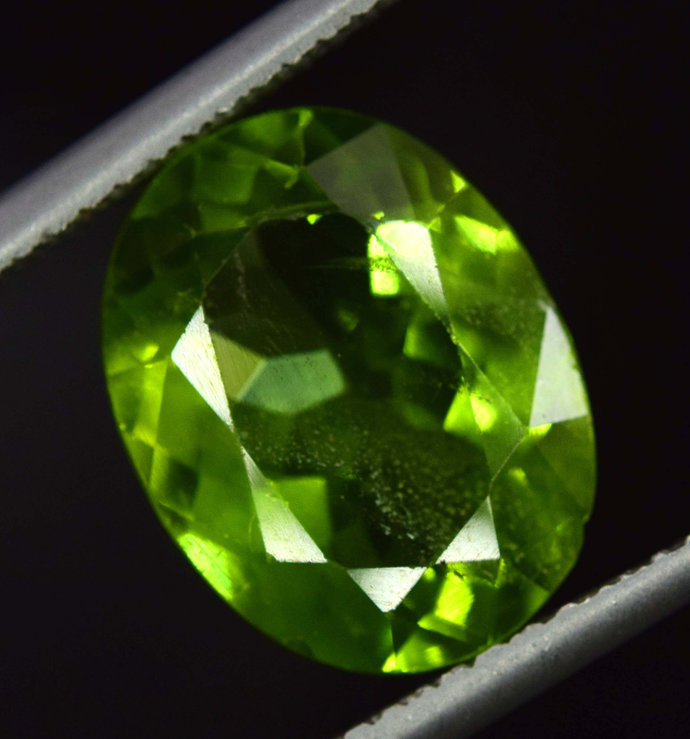 7.50 cts Untreated Natural Peridot Gemstone from Supat Mine Pakistan  -