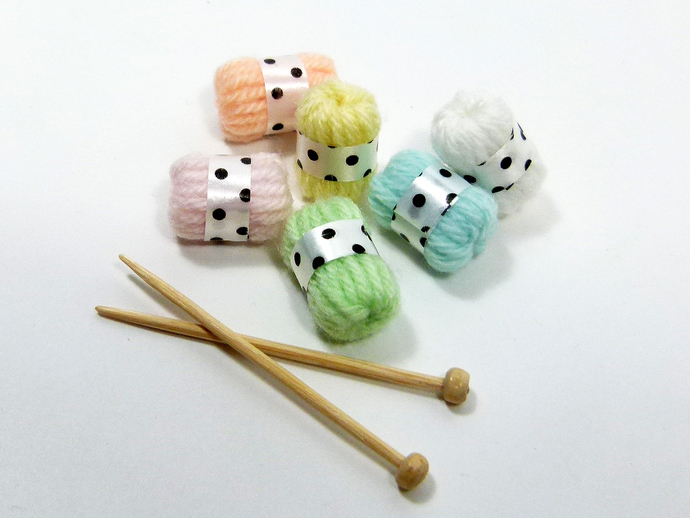 6 Pcs Miniature Dollhouse Skeins of Wool Yarn and Knitting Needles