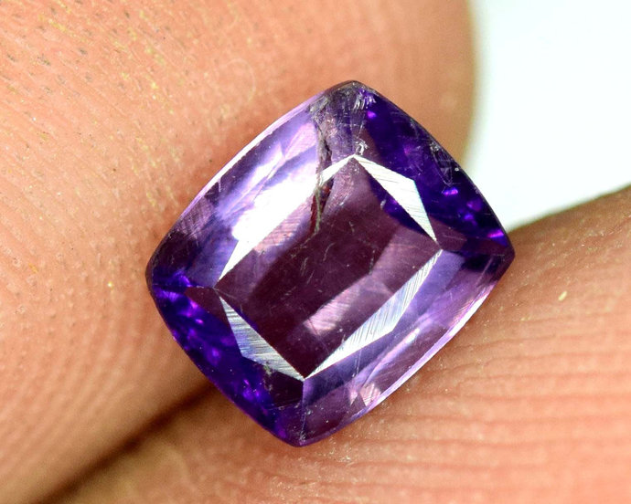 0.75 cts Dazzling Violet Purple Loose SCAPOLITE Gemstone from Afghanistan ;