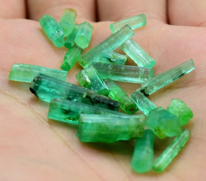 30.60 carats Natural Termnated & Undamaged gem grade Emerald Crystals Parcel
