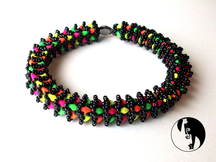Lemur Tail Bangle/Bracelet Pattern by DatzKatz Designs