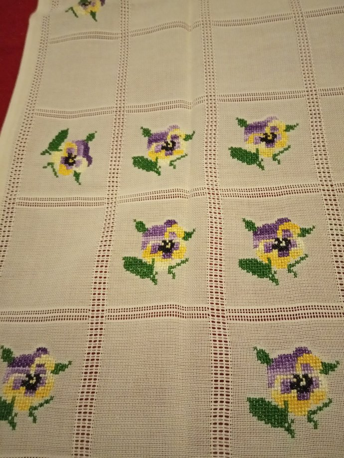 Table Throw Hand embroidered, Flowers Pattern, Handmade table scarf, vintage