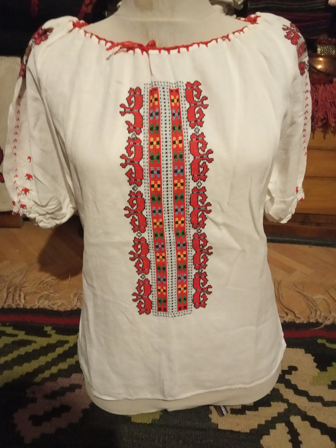 Vintage Women Shirt 1980's White, Hand Embroidered, Short Sleeves