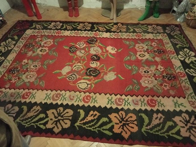 Handmade Carpet. Floral pattern. Wool Rug. 100 % Wool. Vintage Carpet. Area