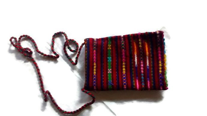 Little bag. Hand woven. Natural and pure wool.. Hypo-allergenic. Vintage bag