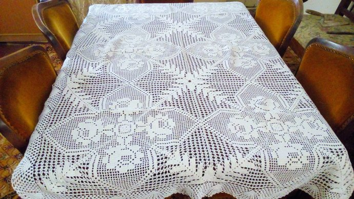 Hand Knit Dining  Table Cover. Table Linen, Flower Pattern, Handmade table