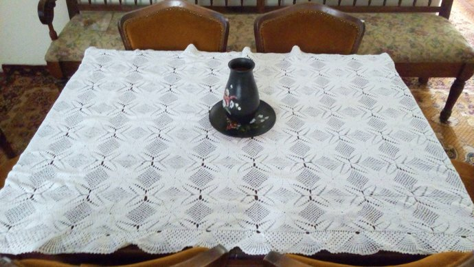 Hand Knit  Tablecloth. Vintage Tablecloth, Linen tablecloth, Table Overlay,