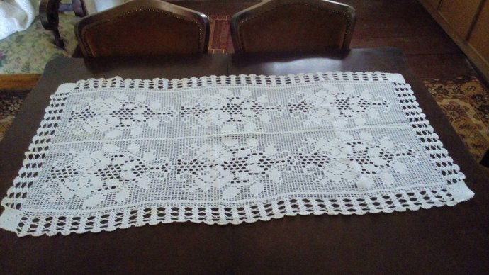 Tablecloth Centerpiece. Small Tablecloth Hand Knit, Table Runner, Vintage Table
