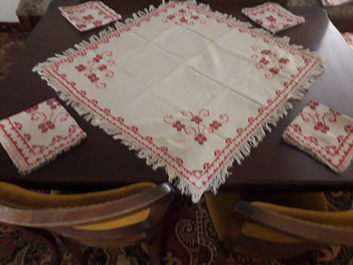 Napkins Hand Embroidered. Cute Napkins. Kitchen and dinning decor. Dinning