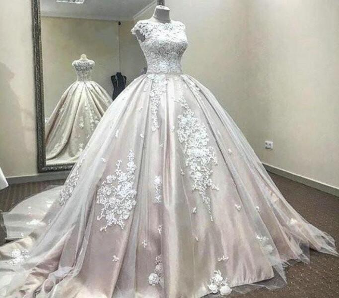 Real Picture Ball Gown Wedding Dresses jewel Lace Applique Sweep Train Berta