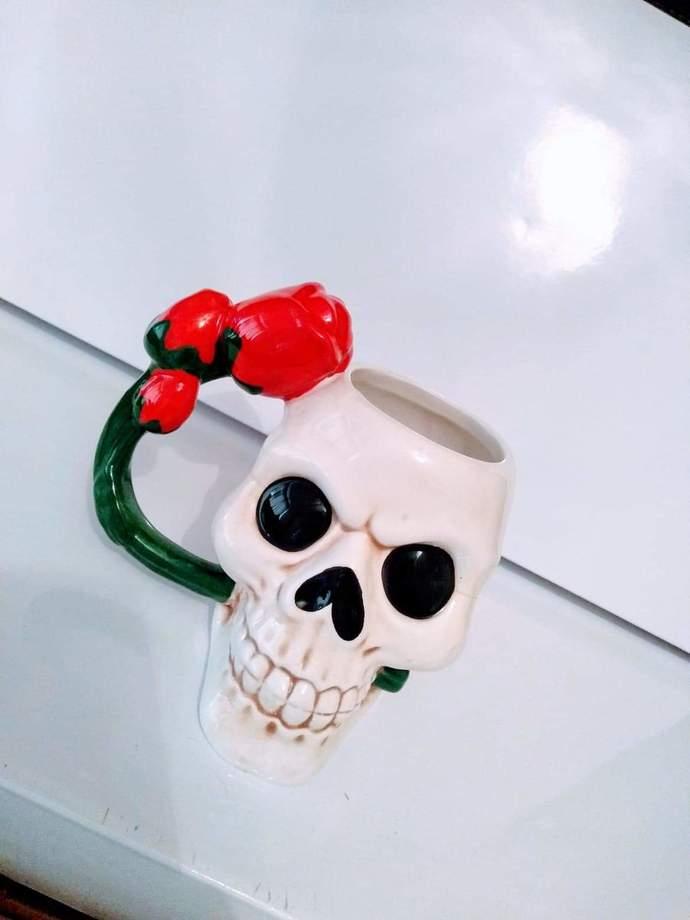 Red rose skull Mug