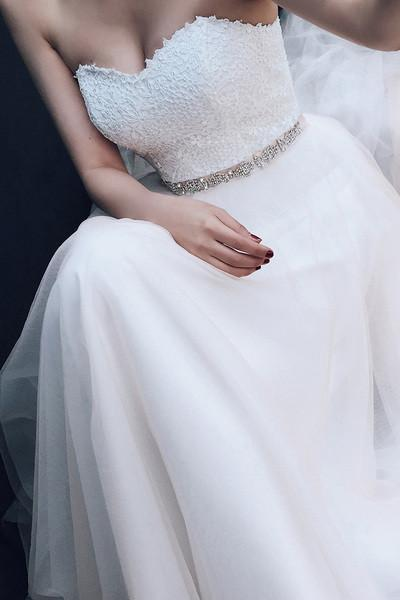 Charming White Tulle Appliques Wedding Dresses, Sexy Wedding Gown, 2019 Bridal