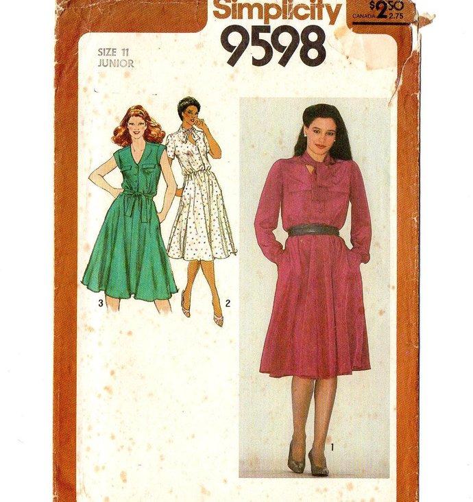 Simplicity 9598 Misses Junior Dress 80s Vintage Sewing Pattern Size 11 Bust 33