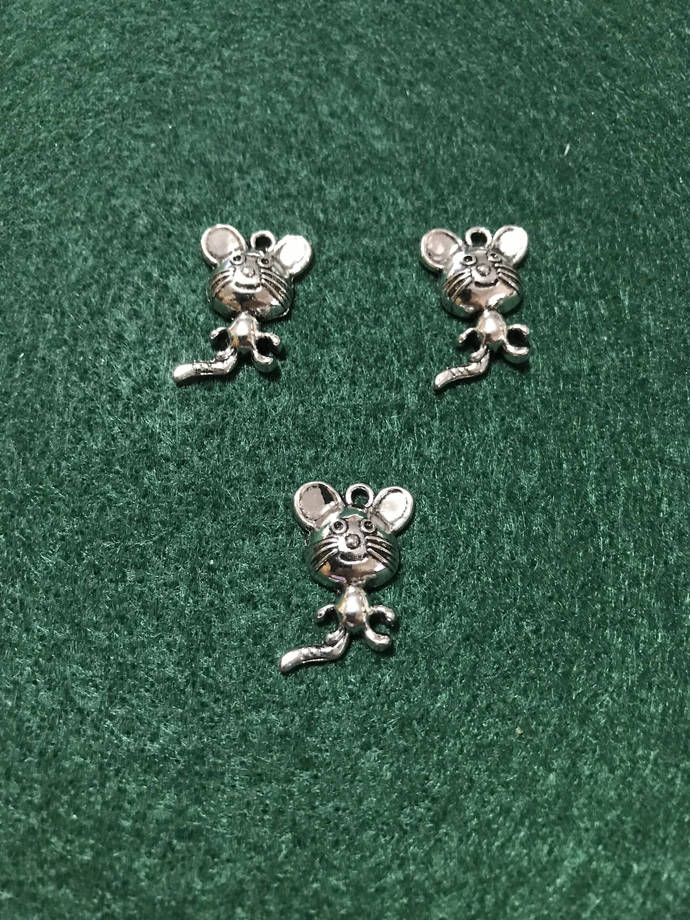 Little Mouse Charm/Earring Drop/Silver Mouse Charms/Dangling Mouse Charm