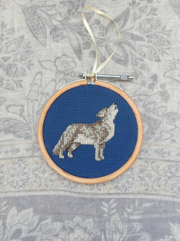 Howling gray wolf art | spirit animal cross stitch | wolf totem animal decor