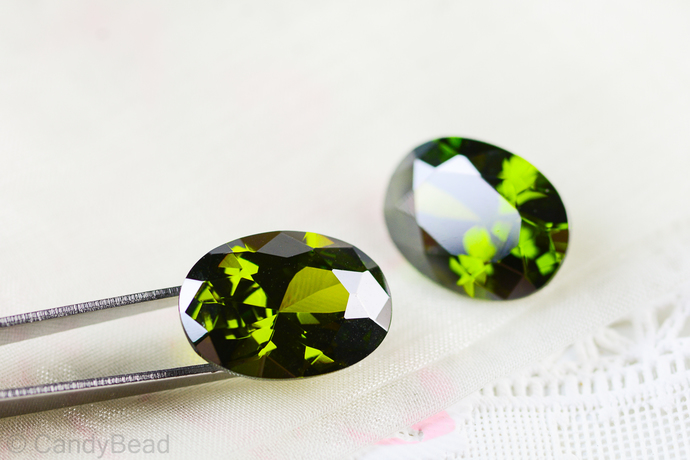 1pcs - 13x18mm Olive Green Topaz Oval CZ Gemstone - 20ct